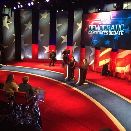 UNH students as stand-ins during democratic presidential debate 2016