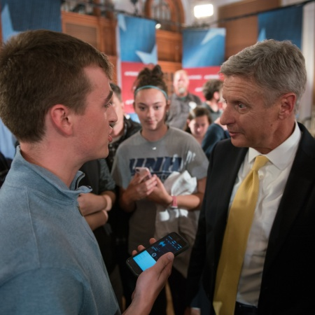 A UNH students asks Libertarian nominee for president Gary Johnson at question