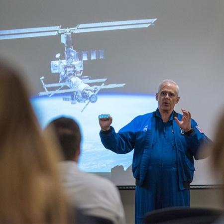 UNH alumnus Lee Morin speaks at campus